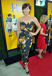 Allison Janney was another fashionable attendee of The Help premiere in Beverly Hills. The actress looked feminine in a curve-hugging Dolce & Gabbana dress. A short side-swept 'do and minimal accessories made this red carpet style impeccable.