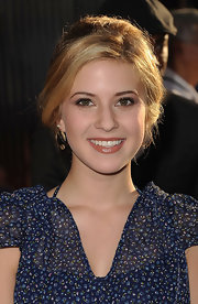 Caroline Sunshine kept her makeup neutral at the 'Real Steel' premiere. Her lip color was a warmed up nude with lots of shine.