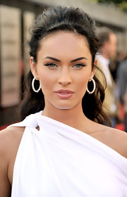 Megan Fox achieved a natural look with pale glossy pink lipstick.