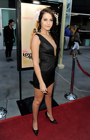 Scout complemented her deep v-neck LBD pointed-toe black pumps.