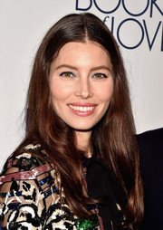 Jessica Biel made her eyes pop with a swipe of jewel-tone shadow.