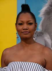 Garcelle Beauvais styled her hair into a severe top knot for the premiere of 'Nine Lives.'