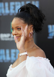 Rihanna styled her hair into a high, wavy ponytail for the premiere of 'Valerian and the City of a Thousand Planets.'