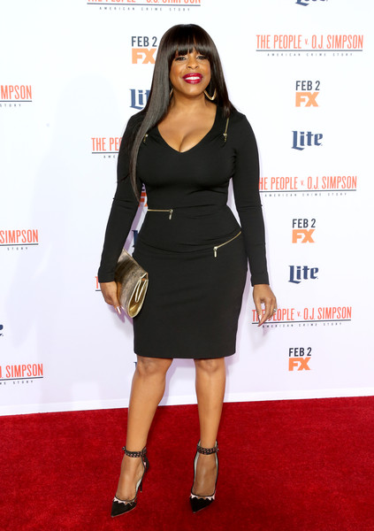 Niecy Nash complemented her dress with a pair of geometric-patterned ankle-strap pumps.