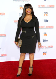 Niecy Nash put on a curvy display in a fitted, zip-embellished LBD at the premiere of 'American Crime Story: The People v. O.J. Simpson.'