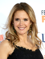 Kelly Preston attended the premiere of 'American Crime Story: The People v. O.J. Simpson' wearing this sweet wavy 'do.