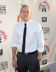 Charlie keeps his red carpet look cool and casual with a black skinny tie contrasting against his rolled-sleeve white shirt.