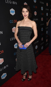 Mary Elizabeth Winstead teamed her frock with black ankle-strap peep-toes by Prada.