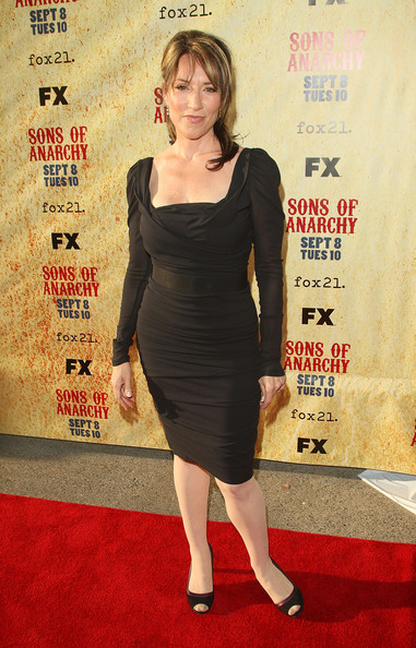 Katey Sagal looked classic in an LBD and two-tone peep-toe pumps at the 'Sons of Anarcy' Season 2 premiere.