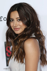 Noureen DeWulf's long wavy 'do at the 'Sons of Anarchy' season 6 premiere had an edgy-glam feel.