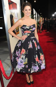 Shailene Woodley looked retro-chic in a floral frock at the 'Descendants' premiere.