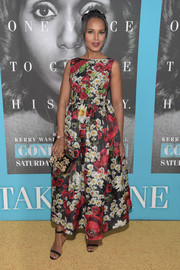 Kerry Washington finished off her ensemble with a gemstone-embellished clutch, also by Dolce & Gabbana.