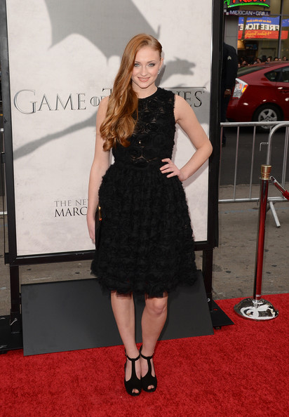 More Pics of Sophie Turner Long Wavy Cut (1 of 18) - Long Wavy Cut Lookbook - StyleBistro