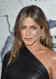 Jennifer Aniston teamed her 'do with dangling gold hoops by Jennifer Meyer.