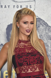 Paris Hilton wore her hair down to her waist in a chic straight style during the 'Leftovers' season 3 premiere.