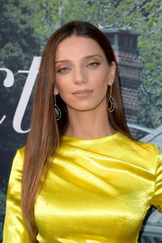 Angela Sarafyan attended the premiere of 'Sharp Objects' wearing her signature long straight tresses.