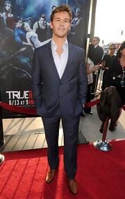 Ryan Kwanten gave his suit a casual look with an open collar button up.