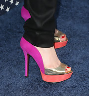 Anna Chlumsky chose a pair of colorful peep toes to add some unexpected color to her all-black look.