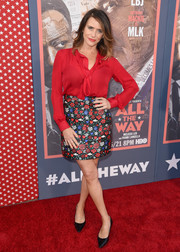 Amy Landecker teamed her top with a cute floral mini skirt.