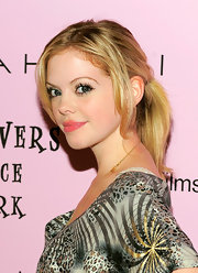 Dreama Walker went the casual route with a loose ponytail and face framing bangs.