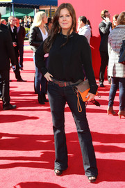 Marcia Gay Harden added a pop of color to her outfit with an orange and beige leather clutch.