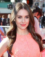 Alison Brie looked very pretty at the premiere of 'The Lego Movie' with her long center-parted waves.
