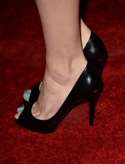 Aimee Teegarden showed off a sea foam pedicure with classic black peep toes.