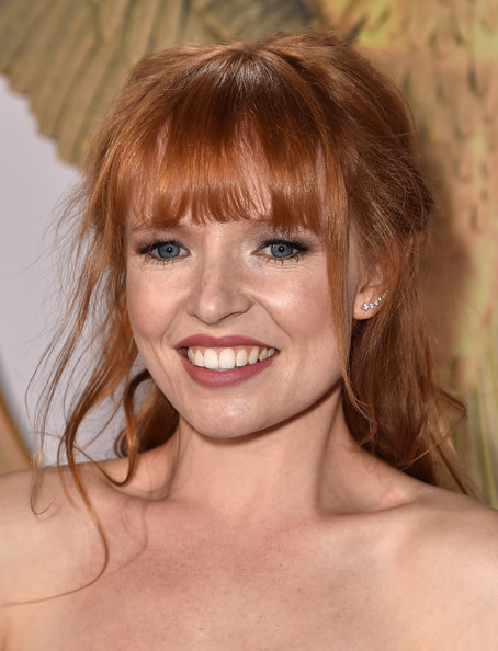 Stef Dawson rocked a messy-chic half-up 'do at the 'Hunger Games: Mockingjay Part 1' premiere.
