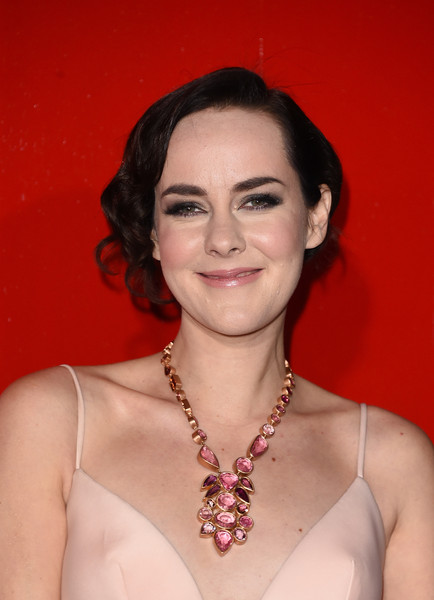 More Pics of Jena Malone Gemstone Chandelier Necklace (1 of 27) - Chandelier Necklaces Lookbook - StyleBistro [the hunger games: mockingjay - part 2,hair,eyebrow,hairstyle,beauty,chin,lip,smile,jewellery,fashion accessory,neck,jena malone,arrivals,microsoft theater,california,los angeles,lionsgate,premiere]
