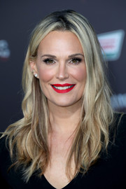 Molly Sims enhanced her gorgeous smile with some bright red lipstick.