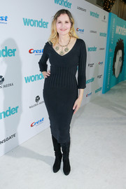 Geena Davis cut a shapely figure in a body-con black sweater dress at the premiere of 'Wonder.'