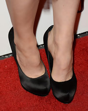 Rachel McAdams kept her look simple and sophisticated, especially with classic black satin pumps.