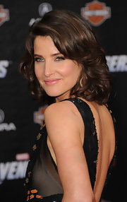 Cobie Smulders arrived on the red carpet for 'The Avengers' premiere wearing her hair in softly waved layers.