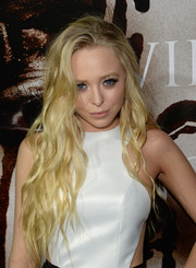 Portia Doubleday sported an edgy-glam long wavy cut during the premiere of 'Carrie.'