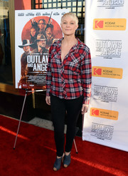 Teri Polo balanced out her grunge-chic top with sexy skinny jeans.