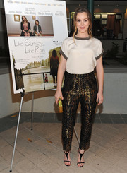 Leighton Meester jazzed up her look with a pair of gold and black geometric-patterned pants, also by Etro.