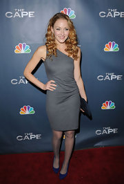 Jennifer keeps it simple in a one-shoulder gray dress. Her nails are painted blue to match her colorful shoes.