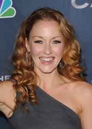 Jennifer paired her loose ringlet curls with sterling hoop earrings.