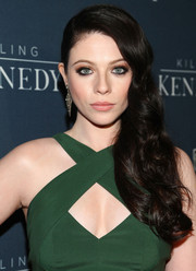 Michelle Trachtenberg channeled Old Hollywood with this gorgeous side sweep during the 'Killing Kennedy' premiere.
