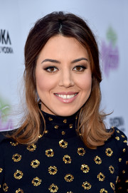 Aubrey Plaza styled her hair into a half-up 'do with flippy ends for the premiere of 'Ingrid Goes West.'