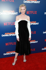 Portia de Rossi attended the premiere of 'Arrested Development' season 5 wearing a slouchy black-and-white off-the-shoulder dress by Adeam.