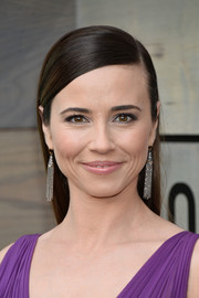 Linda Cardellini sported a slicked-down hairstyle with a deep side part during the premiere of 'Bloodline.'