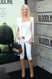 Tara Reid teamed her cape with white skinny jeans and a tight-fitting top.