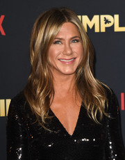 Jennifer Aniston was stylishly coiffed, as always, with this center-parted wavy 'do at the premiere of 'Dumplin'.'
