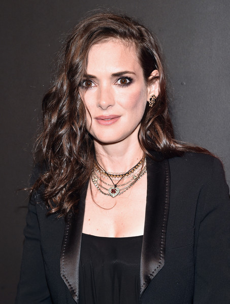 Winona Ryder looked glamorous wearing this curly hairstyle at the premiere of 'Stranger Things.'