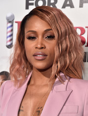 Eve was gorgeously coiffed with this wavy 'do at the premiere of 'Barbershop: The Next Cut.' And it complements her outfit too!