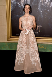Evangeline Lilly was all about refined glamour at the 'Hobbit' premiere in a sleeveless nude Alberta Ferretti gown adorned with white lace.