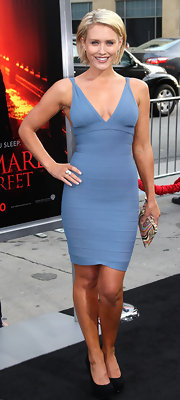 Actress Nicky Whelan showed off her killer bod in a curve hugging bandage dress. Although she looked great, these dresses are getting a little predicable.