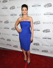 Carla Gugino brought the va-va-voom to the 'Mighty Macs' premiere in a strapless royal blue dress.