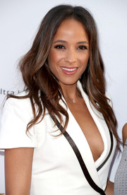 Dania Ramirez wore her hair loose in a feathery wavy style at the premiere of 'The Promise.'